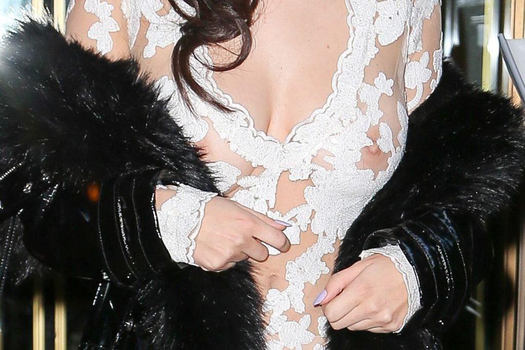 Charli XCX Nipples (77 Photos)