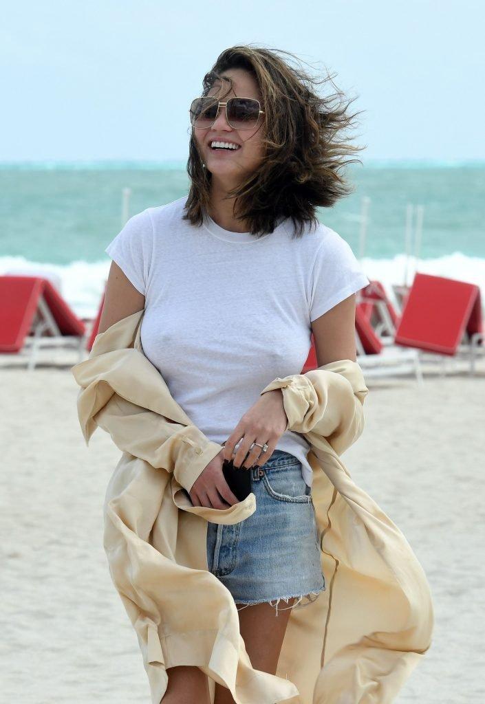 Chrissy Teigen Braless (60 Photos)