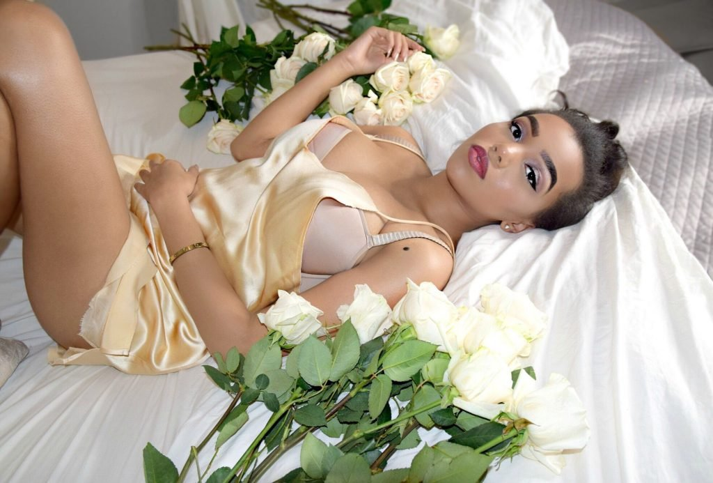 Daphne Blunt Sexy (16 Photos)