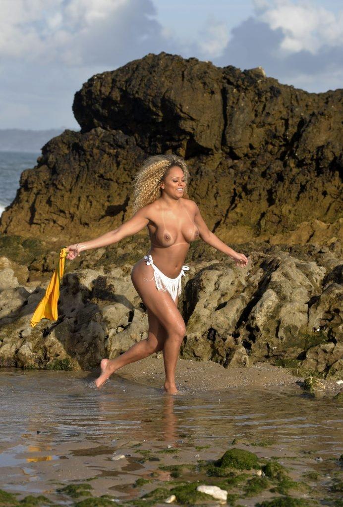 Erika Canela Sexy & Topless (33 Photos)