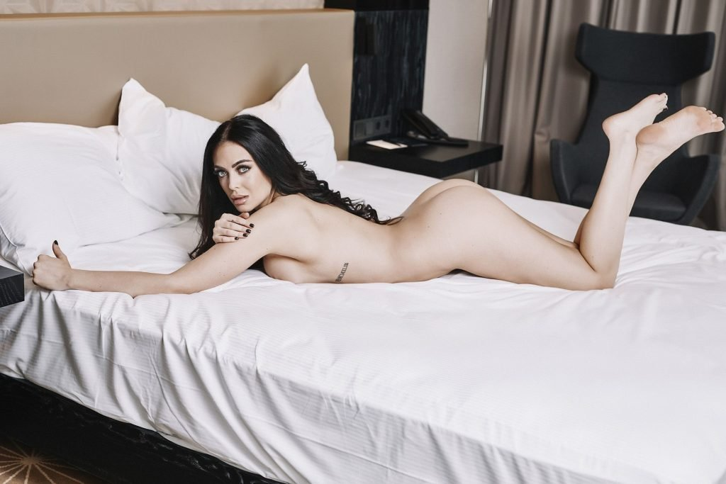 Jessica Ruokola Sexy & Topless (11 Photos)