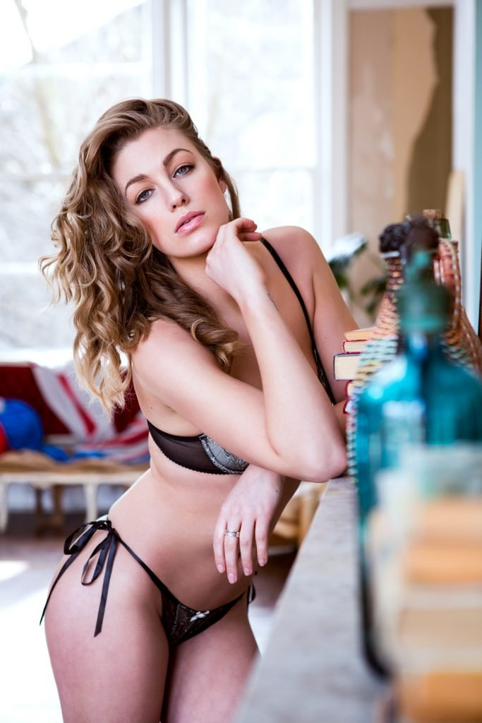 Jo Parker Sexy and Topless (Page3 – 4 Hot Photos)