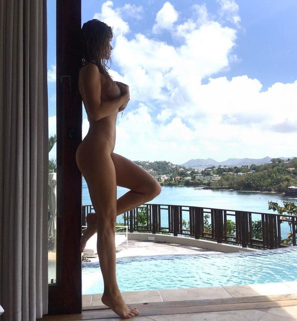 Joanna Krupa Nude & Sexy (2 Photos)
