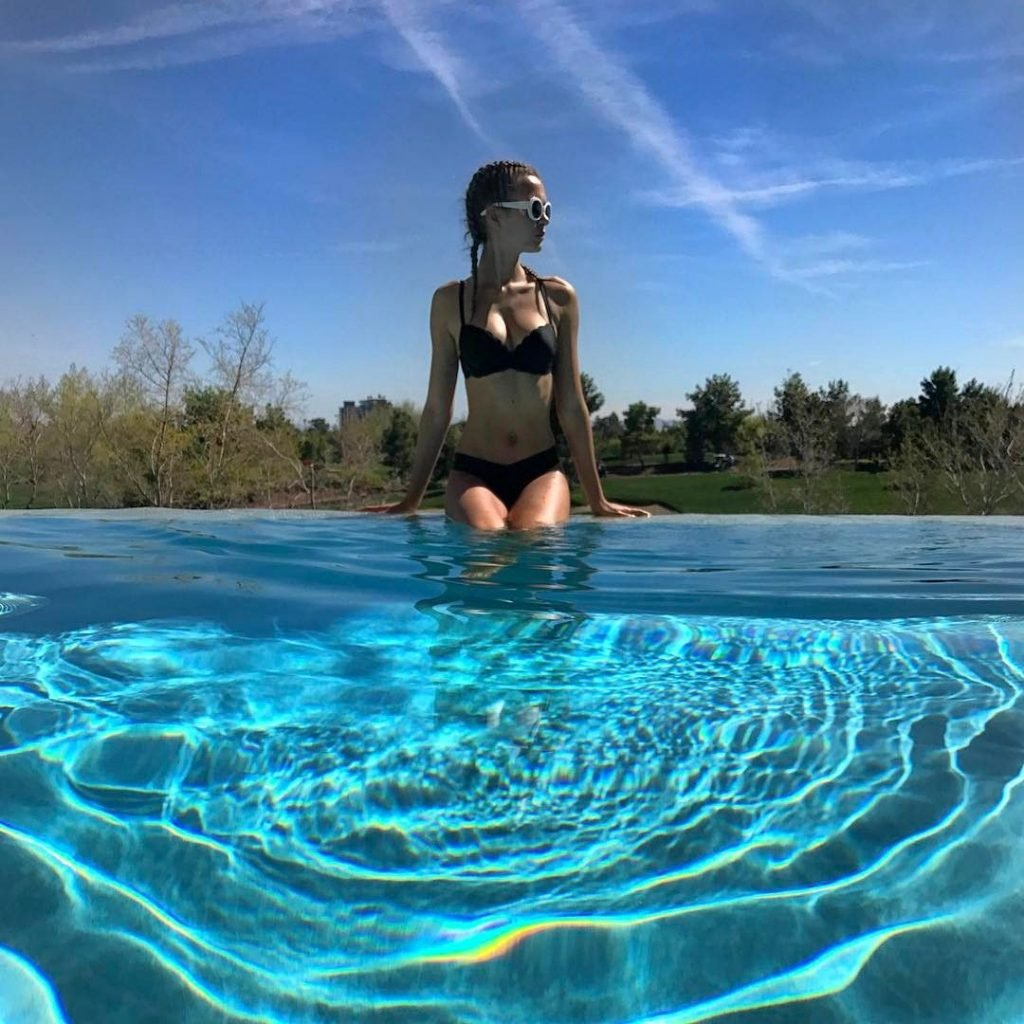 Josephine Skriver Sexy (14 Photos)