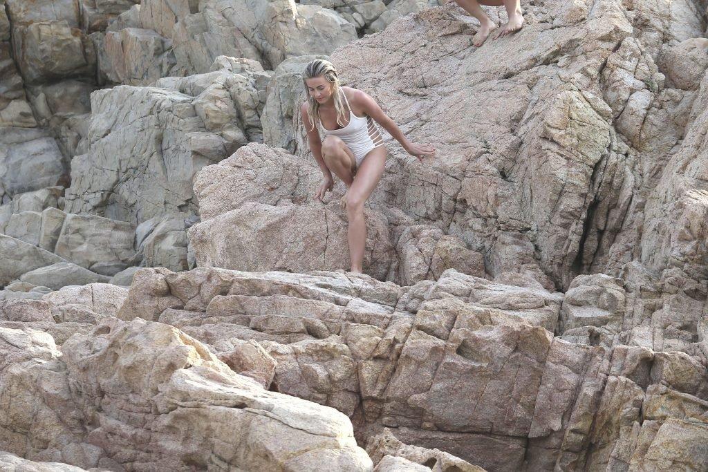 Julianne Hough & Nina Dobrev Sexy (86 Photos + GIF & Video)