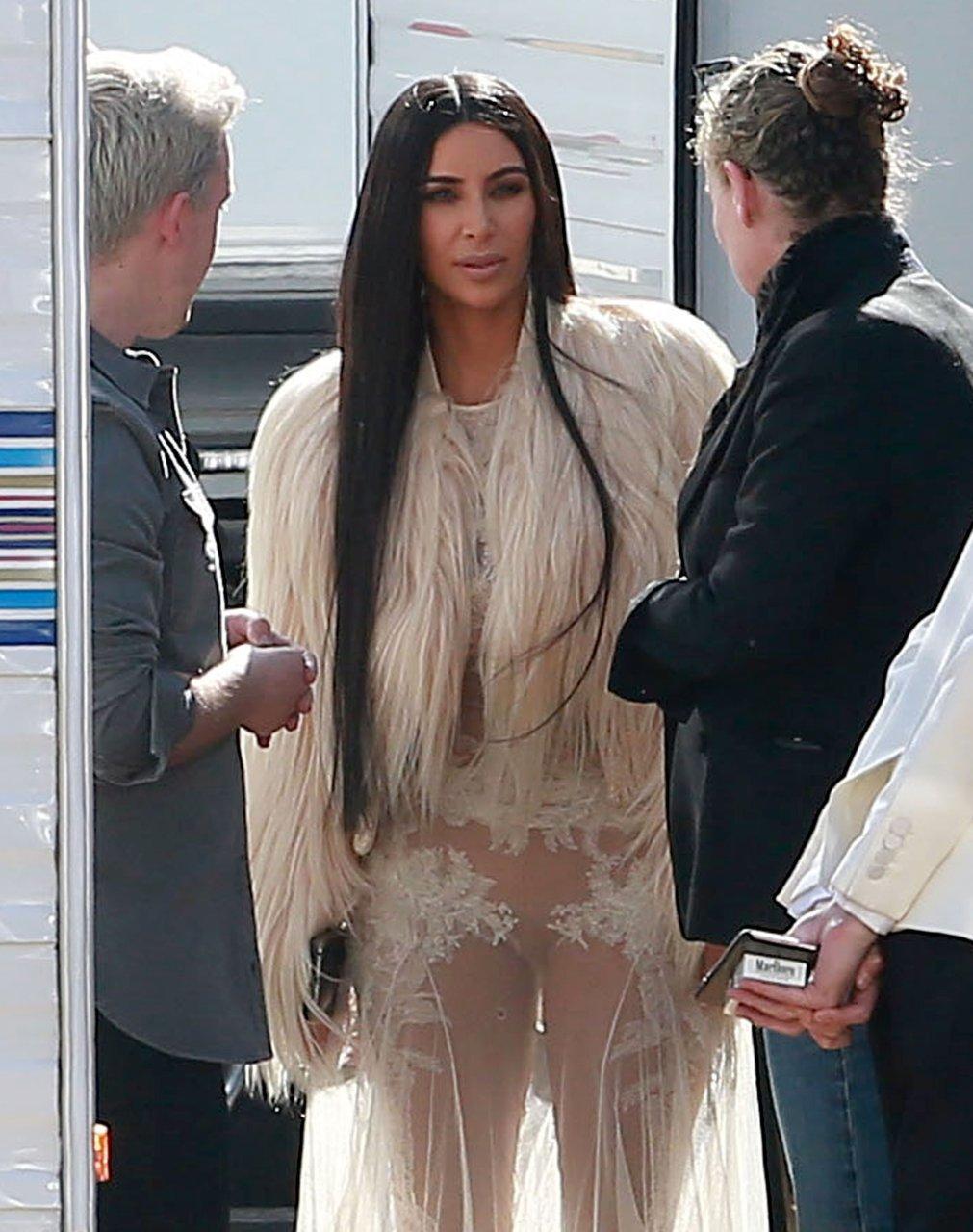 Kim kardashian shows her pussy pic, pissing in skirt tube