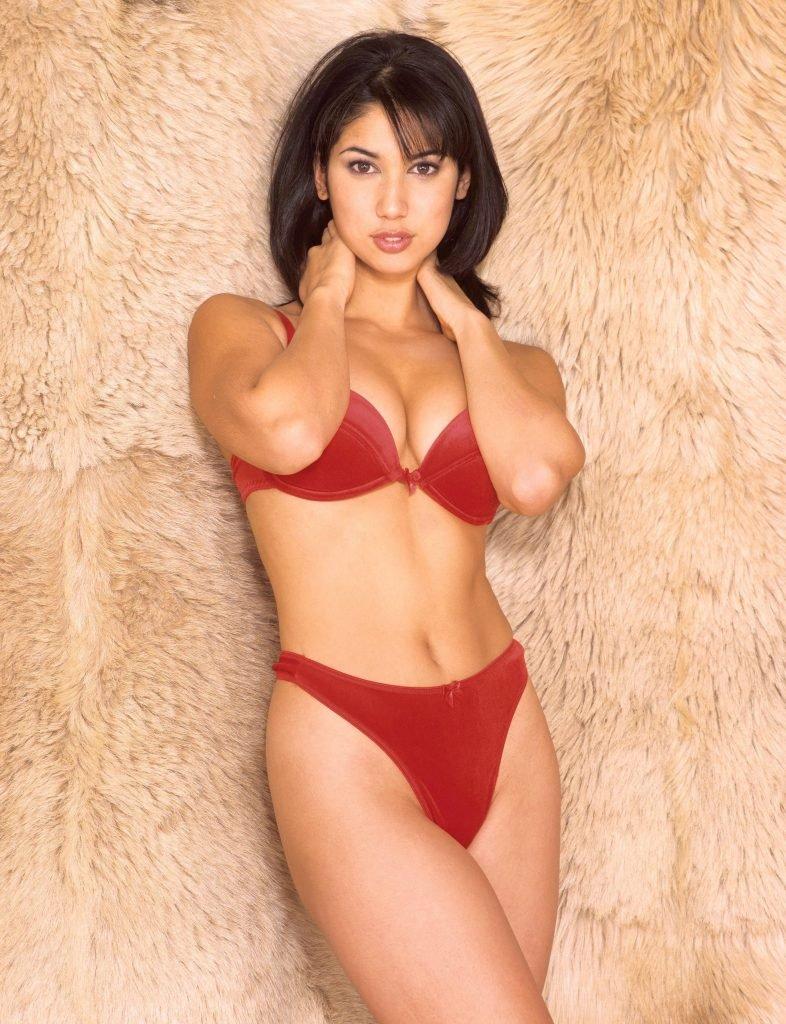 Leilani Dowding Sexy (5 Photos)