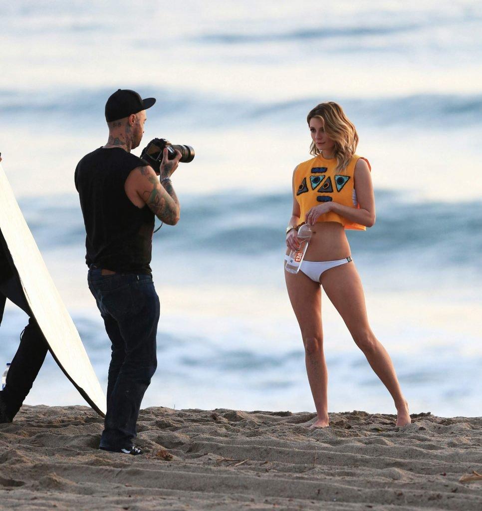 Mischa Barton Sexy (58 Photos)