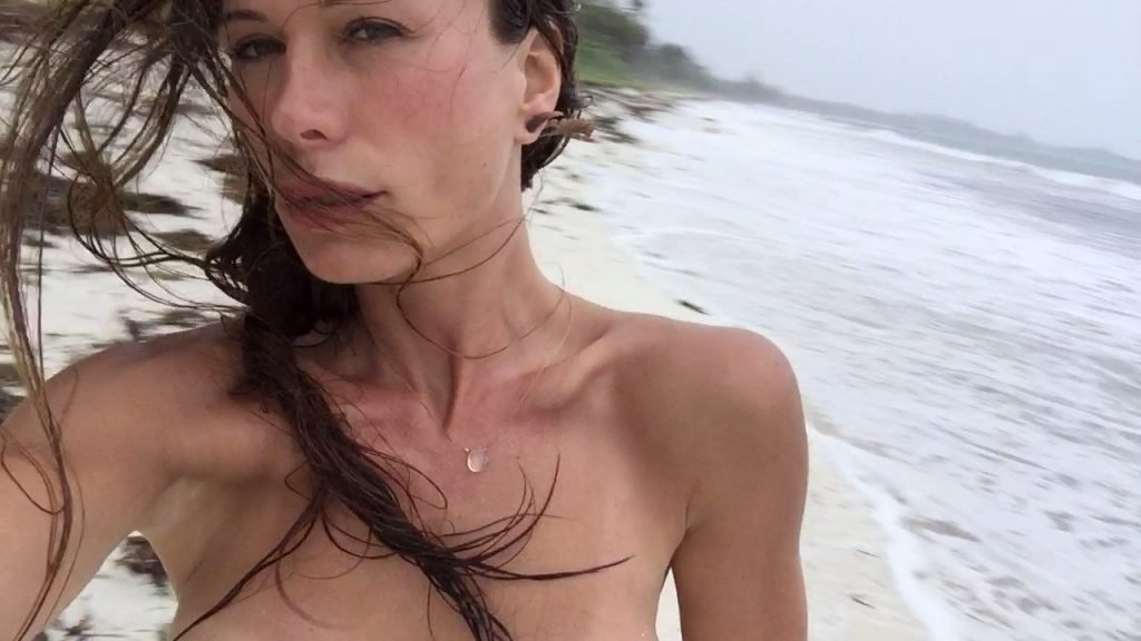 Man hollow rhona mitra