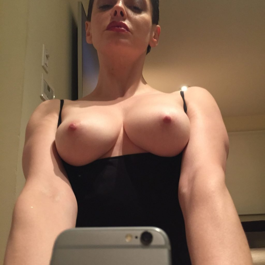 rose mcgowan pictures nude