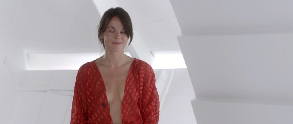Sarah Butler Nude - Moontrap Target Earth (2017) HD 1080p