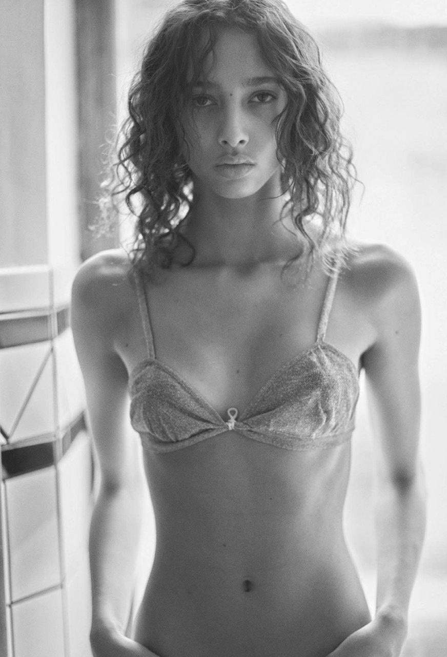 yasmin naked
