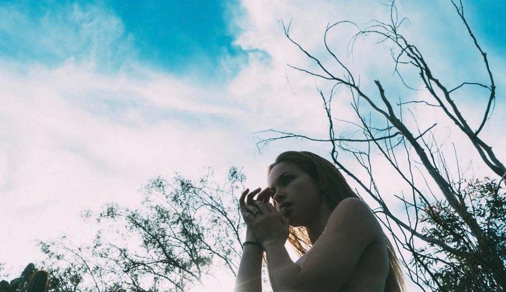Alexis Knapp Nude & Sexy (11 Photos)