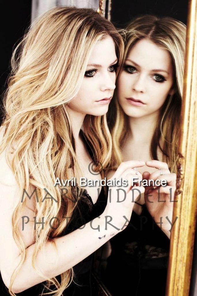 Avril Lavigne Sexy (14 Photos)