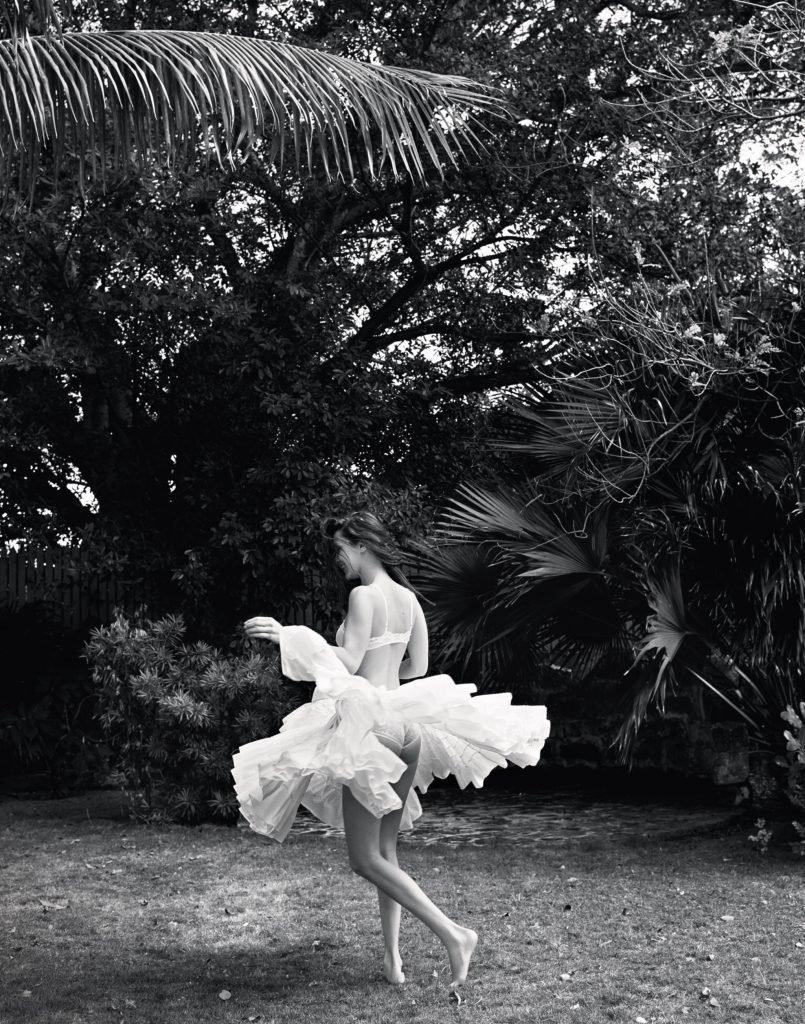 Bella Hadid Sexy (15 New Photos)