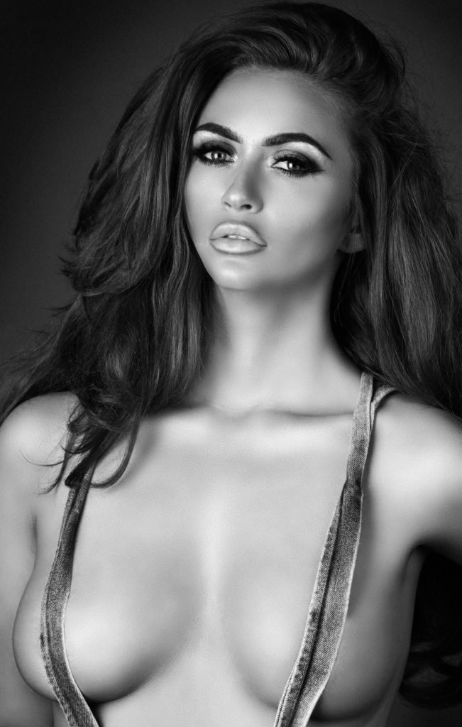 Charlotte Dawson Sexy & Topless (10 Photos)