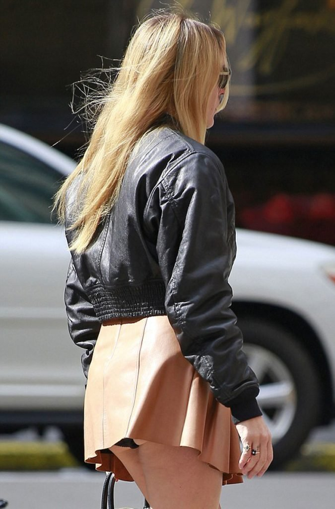 Chloe Sevigny Upskirt (1 Photo)
