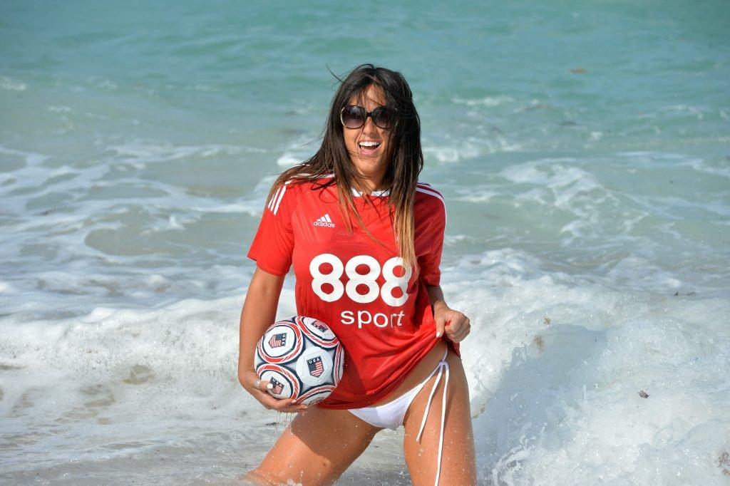 Claudia Romani Sexy (38 Photos)