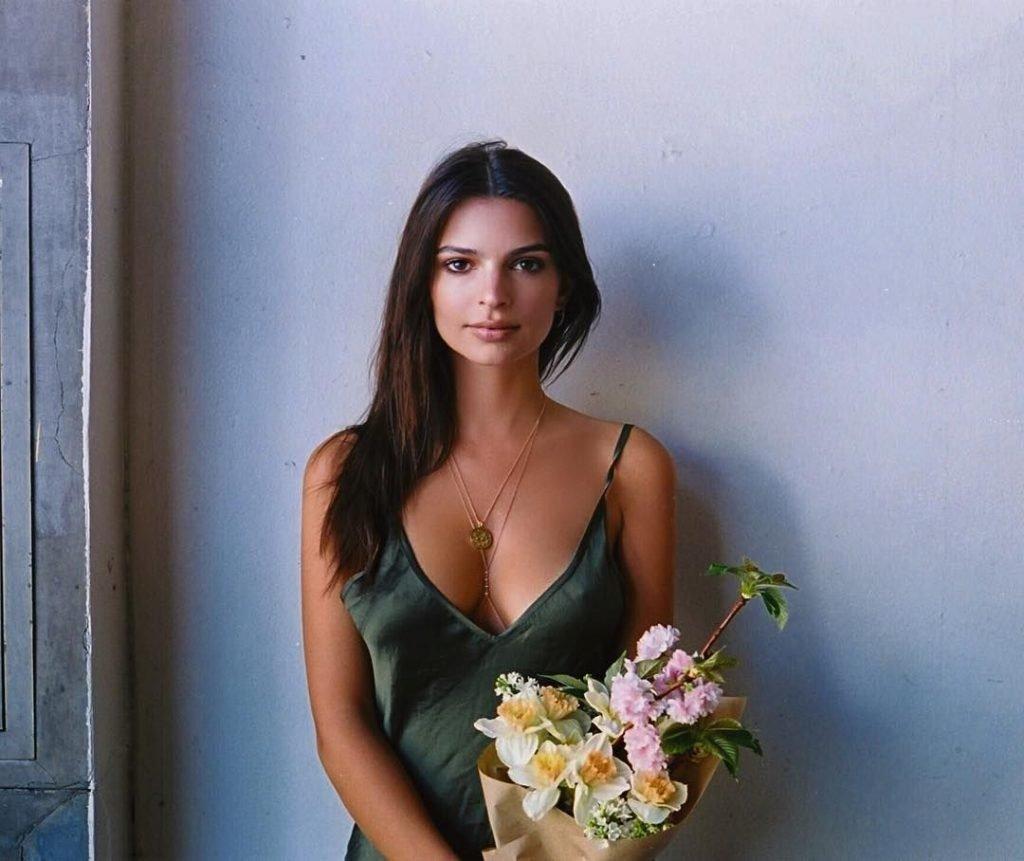 Emily Ratajkowski (7 Sexy Photos)