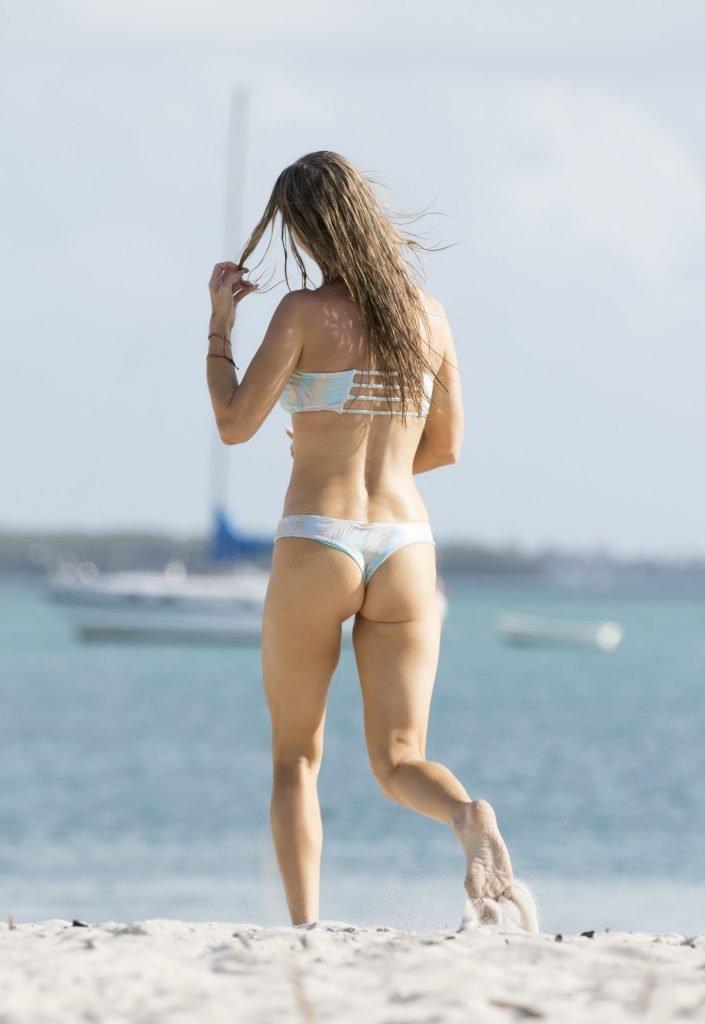 Joanna Krupa Sexy (22 Photos)