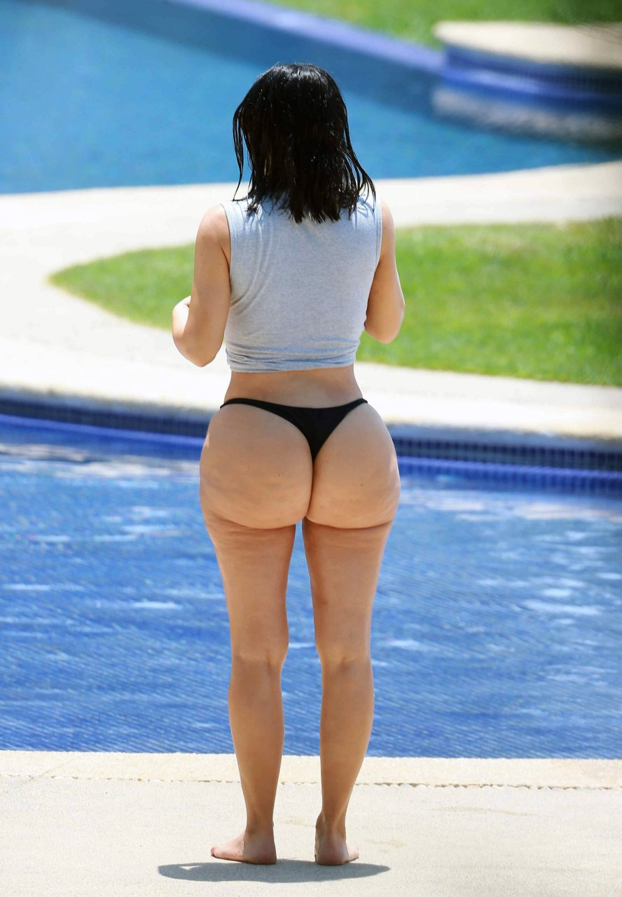 Kim kardashian has a big ass dont know