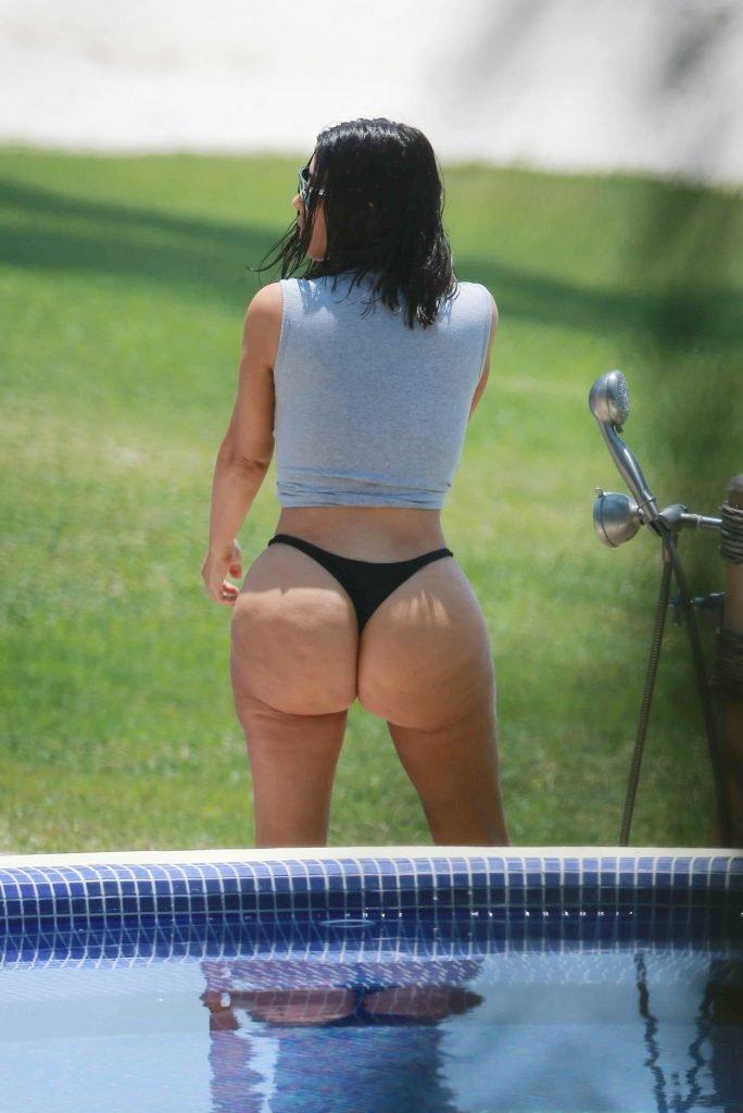Kim Kardashian Sexy (29 Photos)