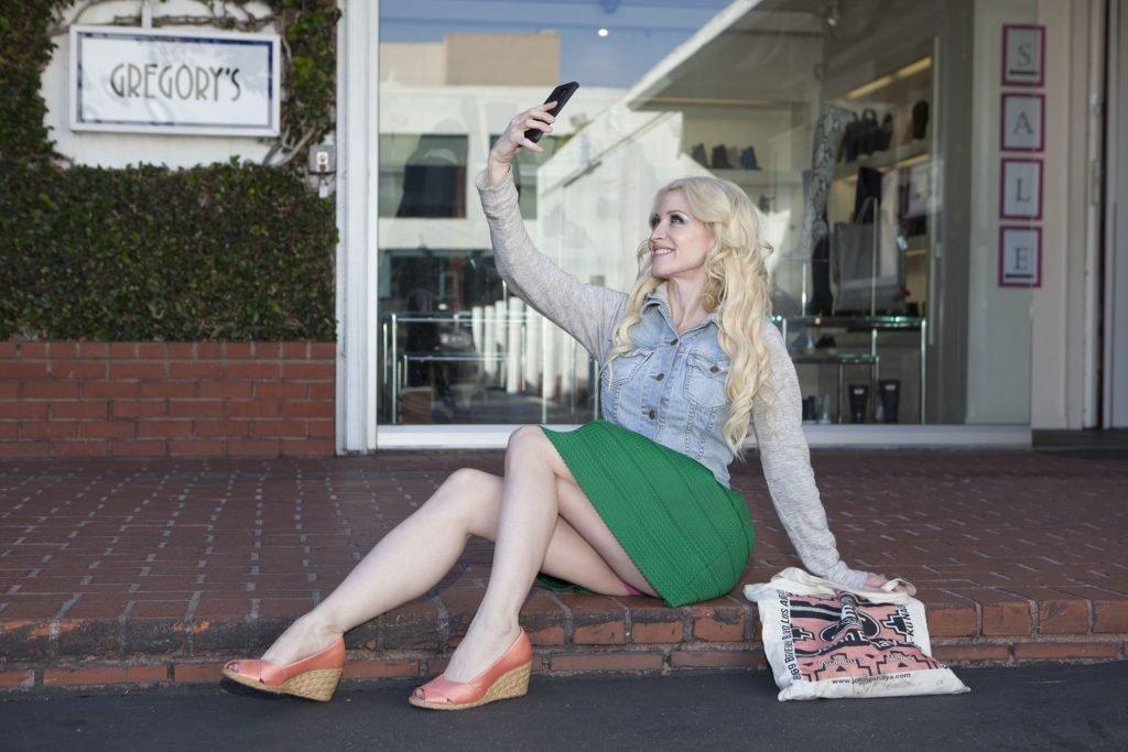 Sara Barrett Upskirt (1 Photo)