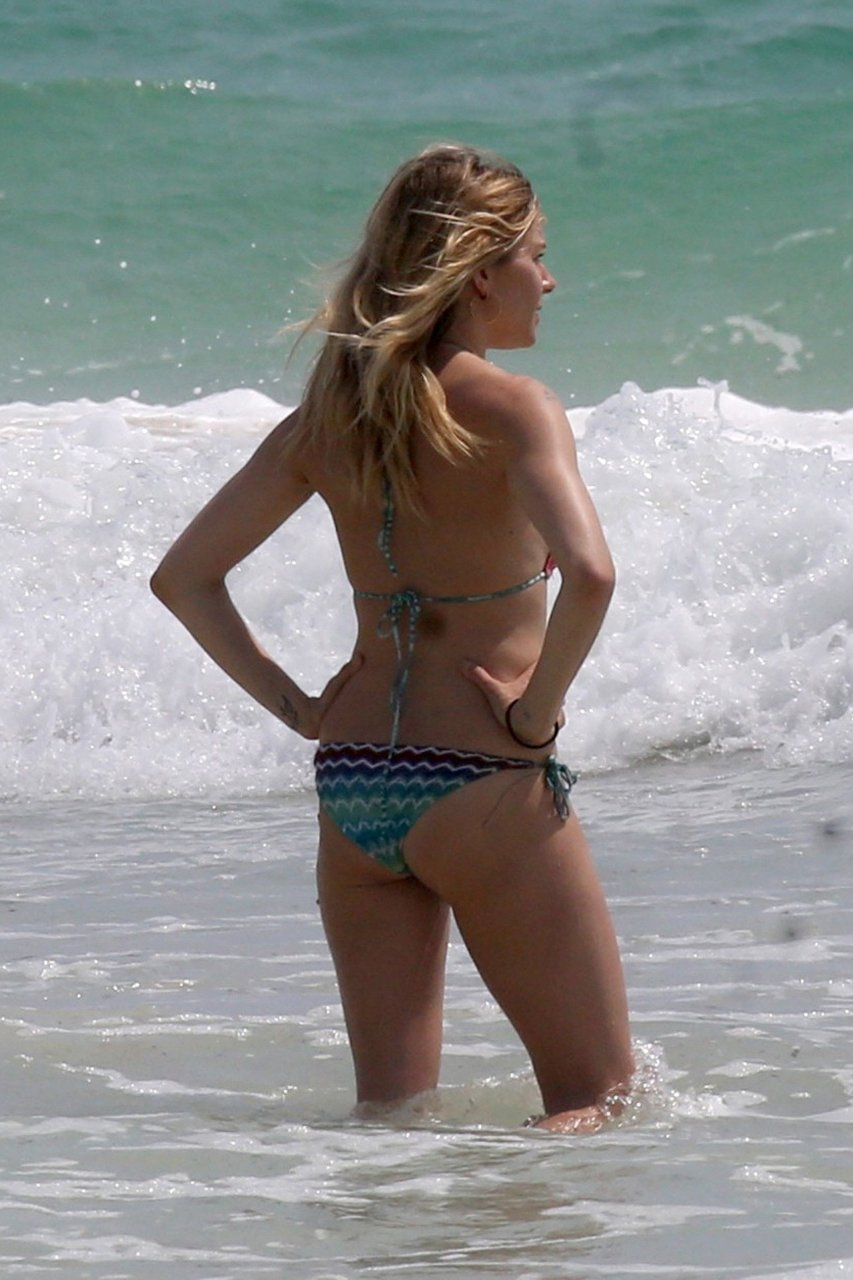 Sienna Miller Sexy Pics 40