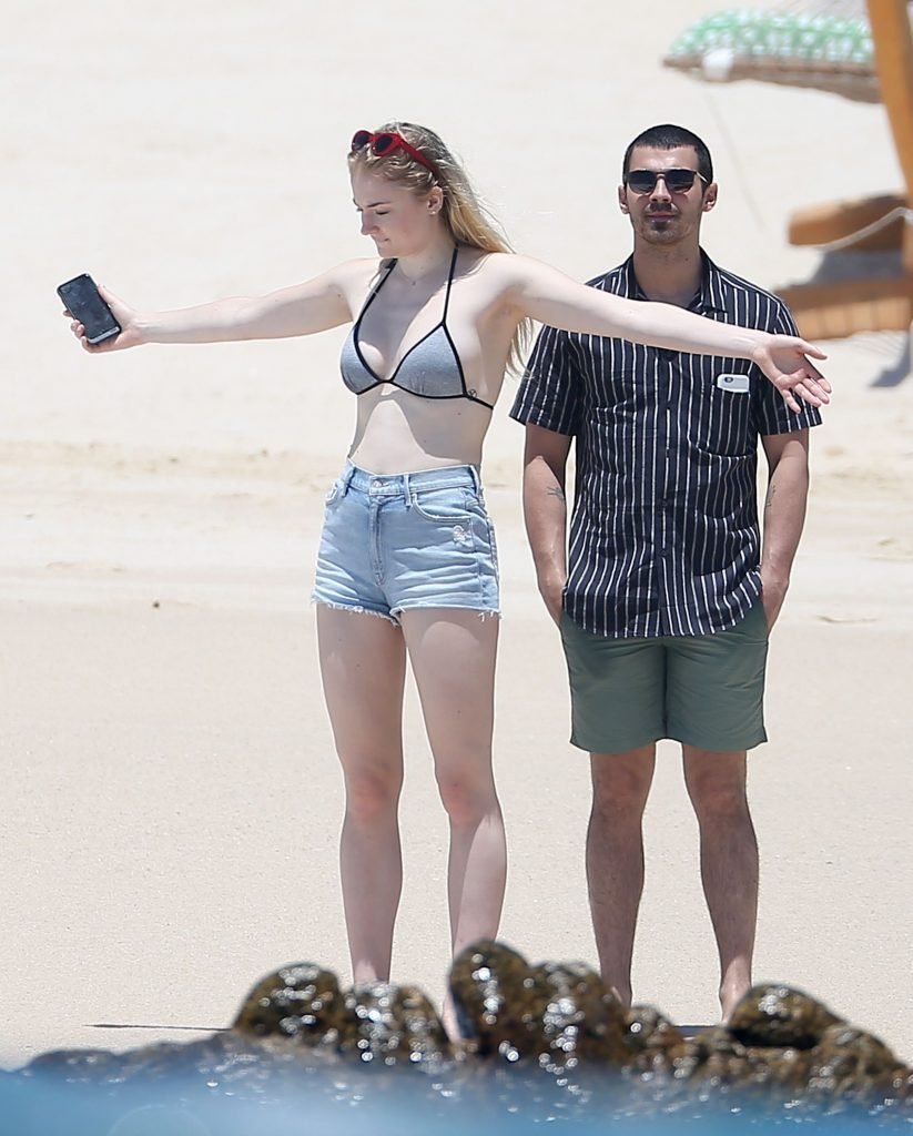 Sophie Turner Sexy (29 Photos)