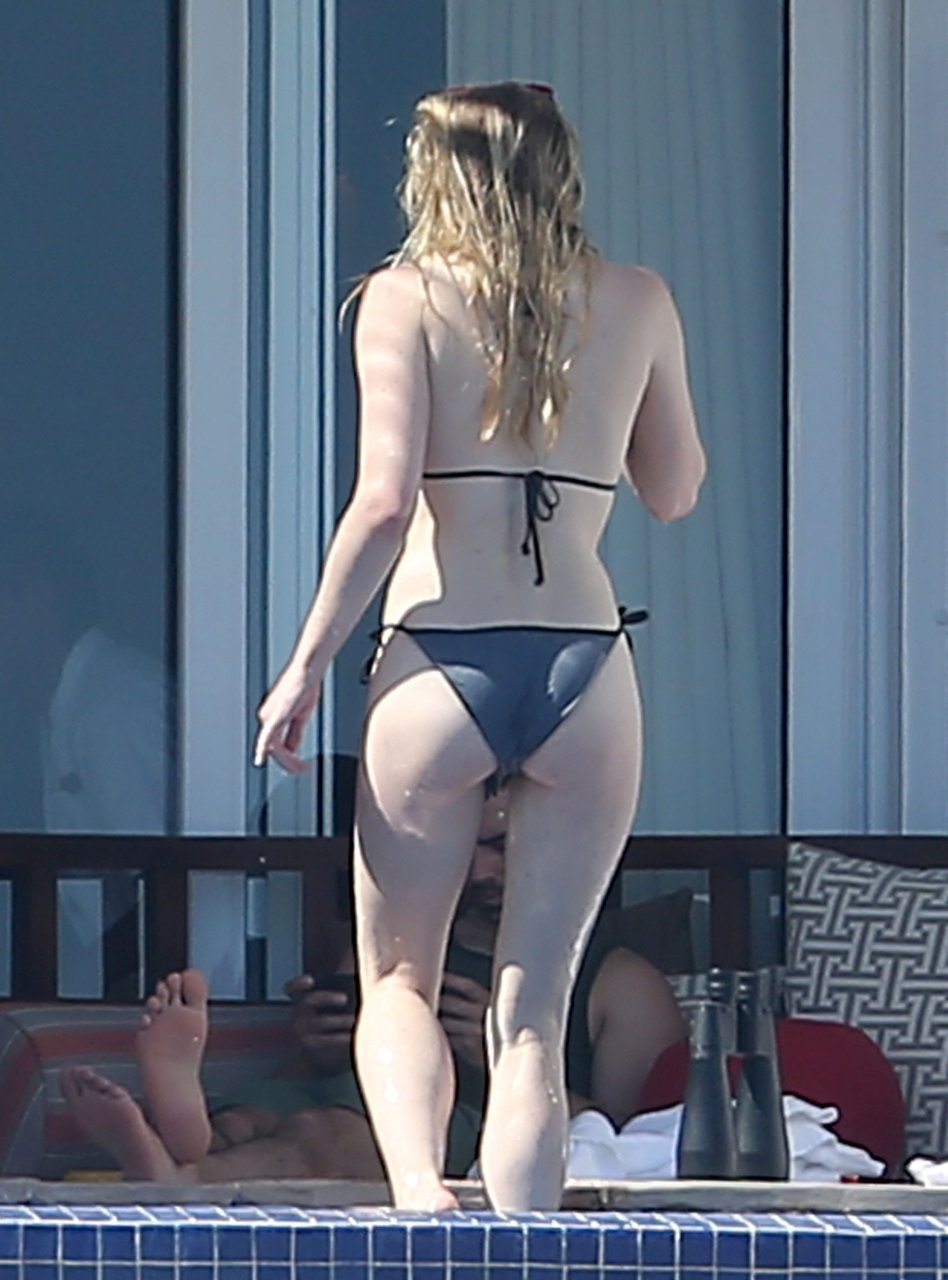 sophie turner ass