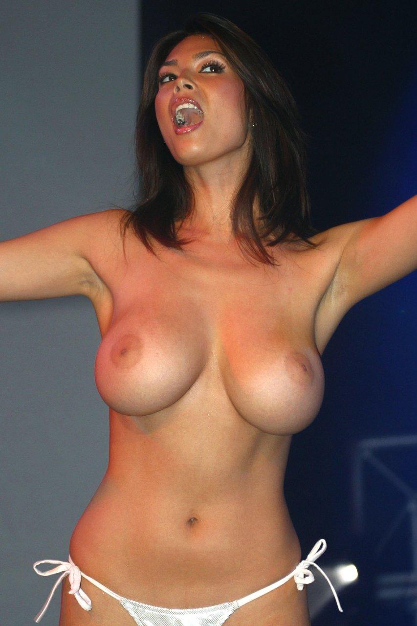 Patrick Sexy topless tera