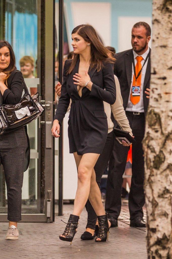 Alexandra Daddario Sexy (70 Photos + Video)
