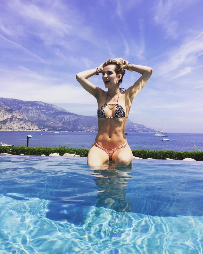 Bella & Dani Thorne Sexy (46 Photos + Video)