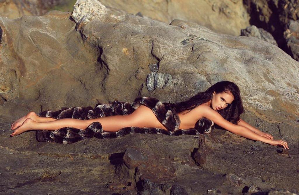 Elizabeth Chevalier Nude & Sexy (9 Photos)