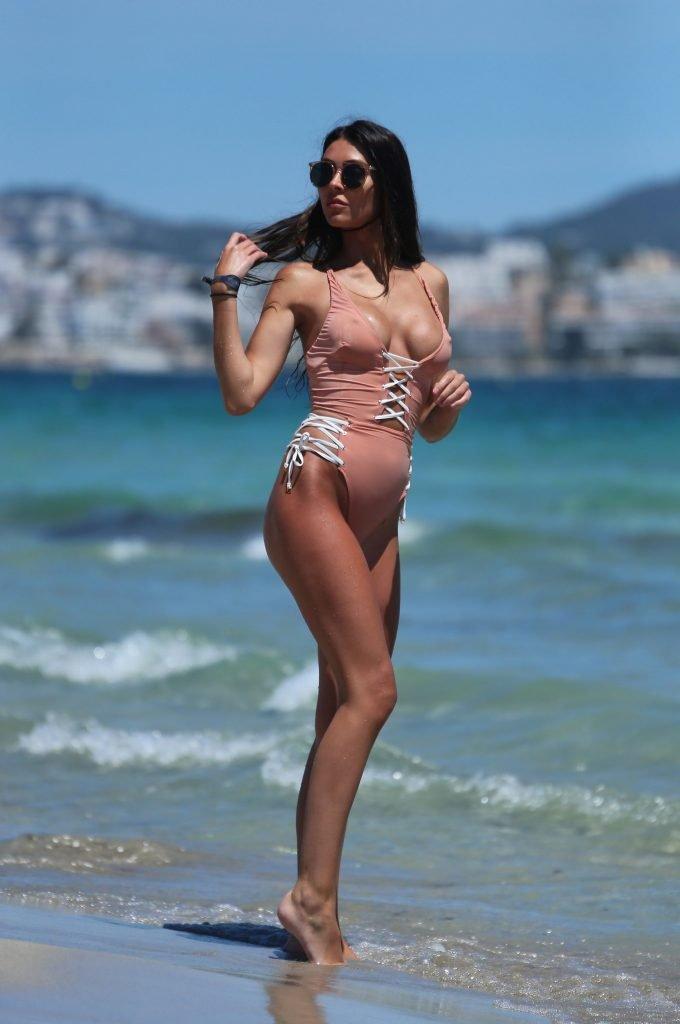 Elizabeth-Jayne Tierney Sexy (29 Photos)