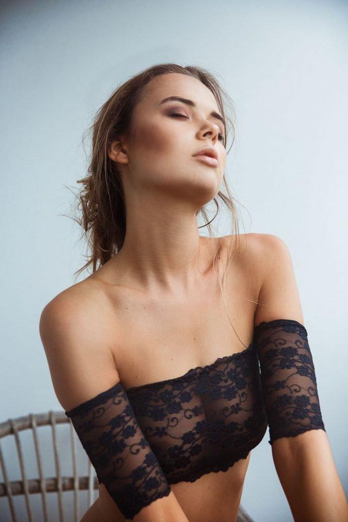 Jana Jung Topless & Sexy (11 Photos)