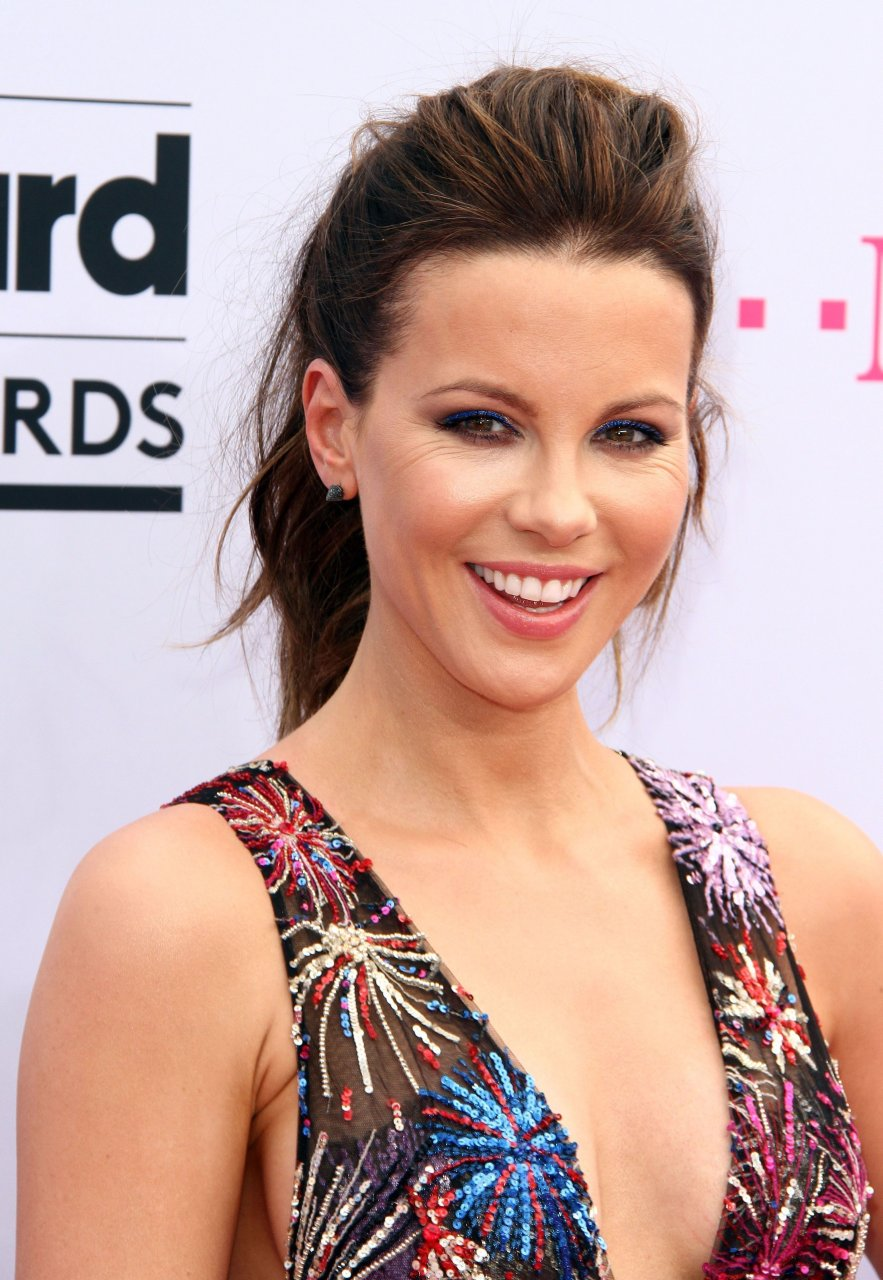 Kate Beckinsale Sexy (19 Photos + Video) | #TheFappening