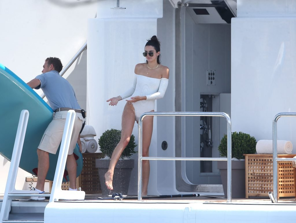 Kendall Jenner Sexy (30 Photos + Video)
