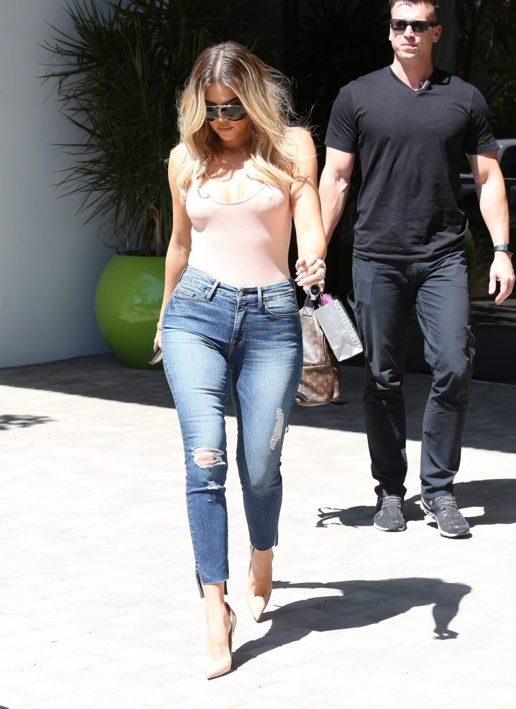 Khloé Kardashian Sexy (39 Photos)
