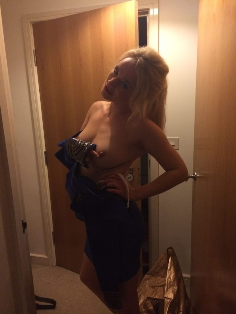 Kirsty-Leigh Porter Leaked (1 Photo)