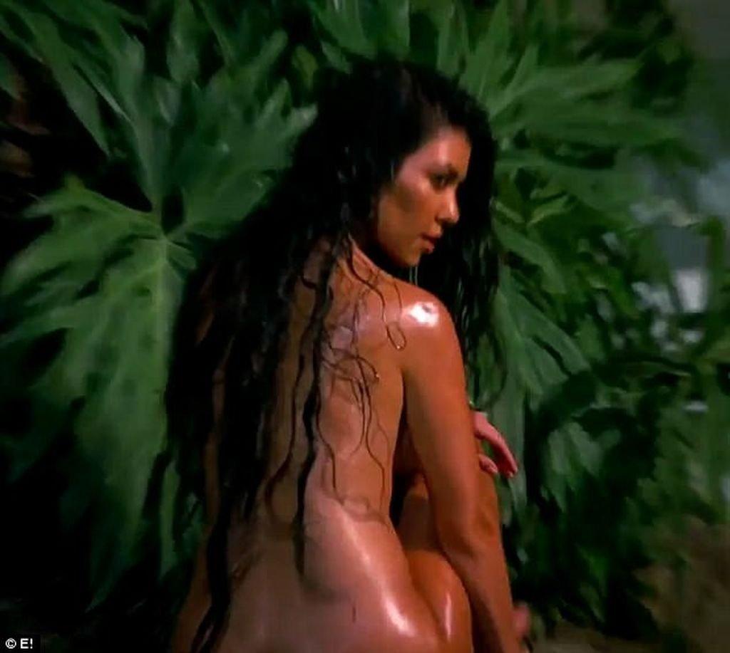 Kourtney Kardashian Naked (34 New Pics + Video)