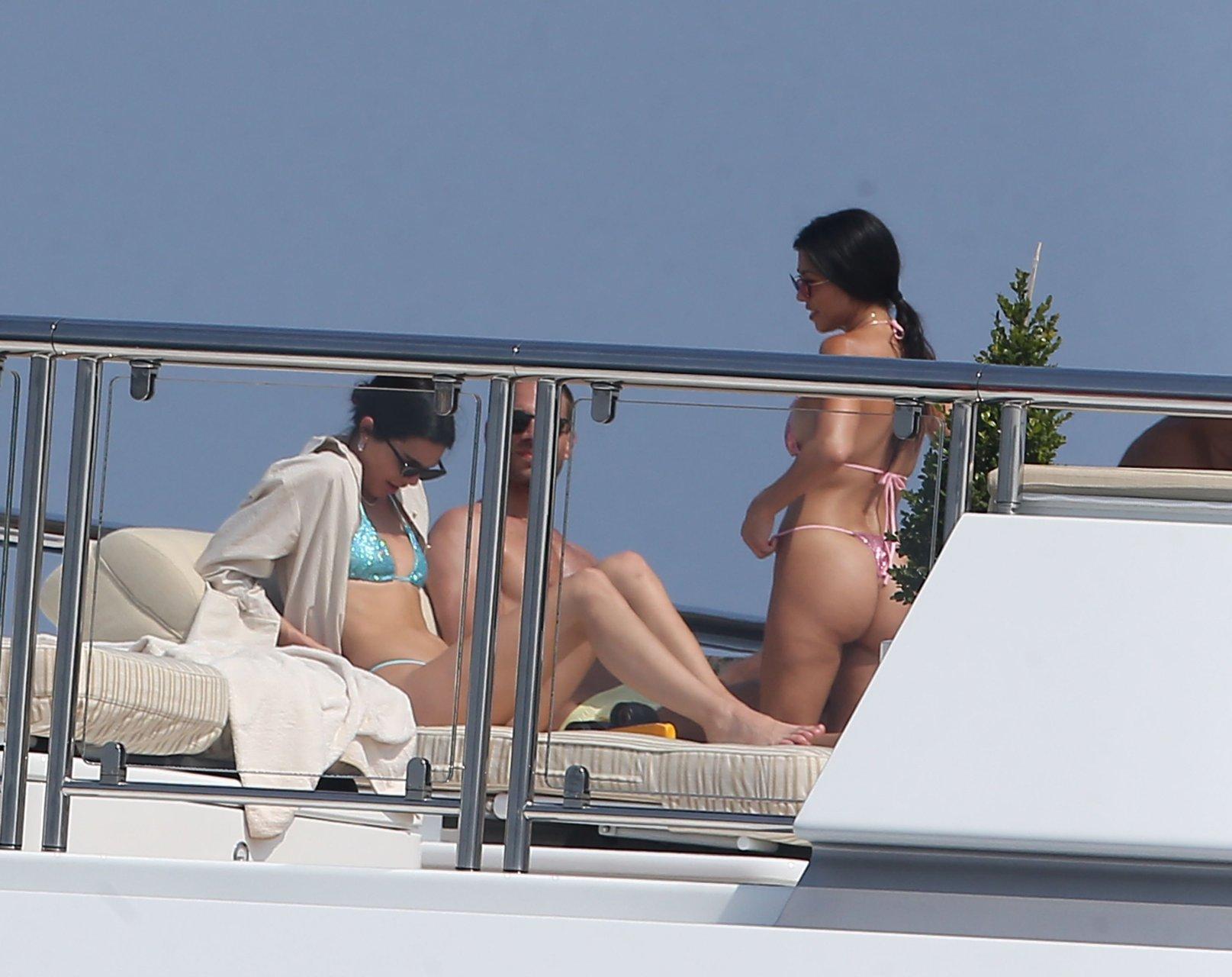 kourtney kardashian nude porn