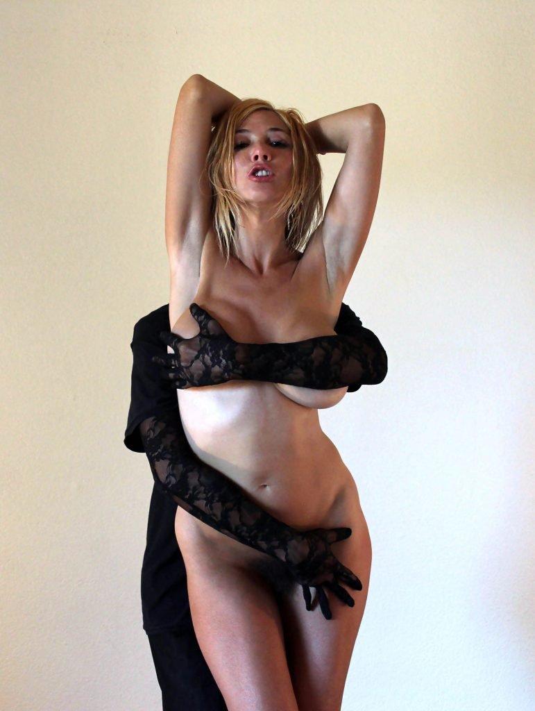 Nadeea Volianova Naked (9 Photos)