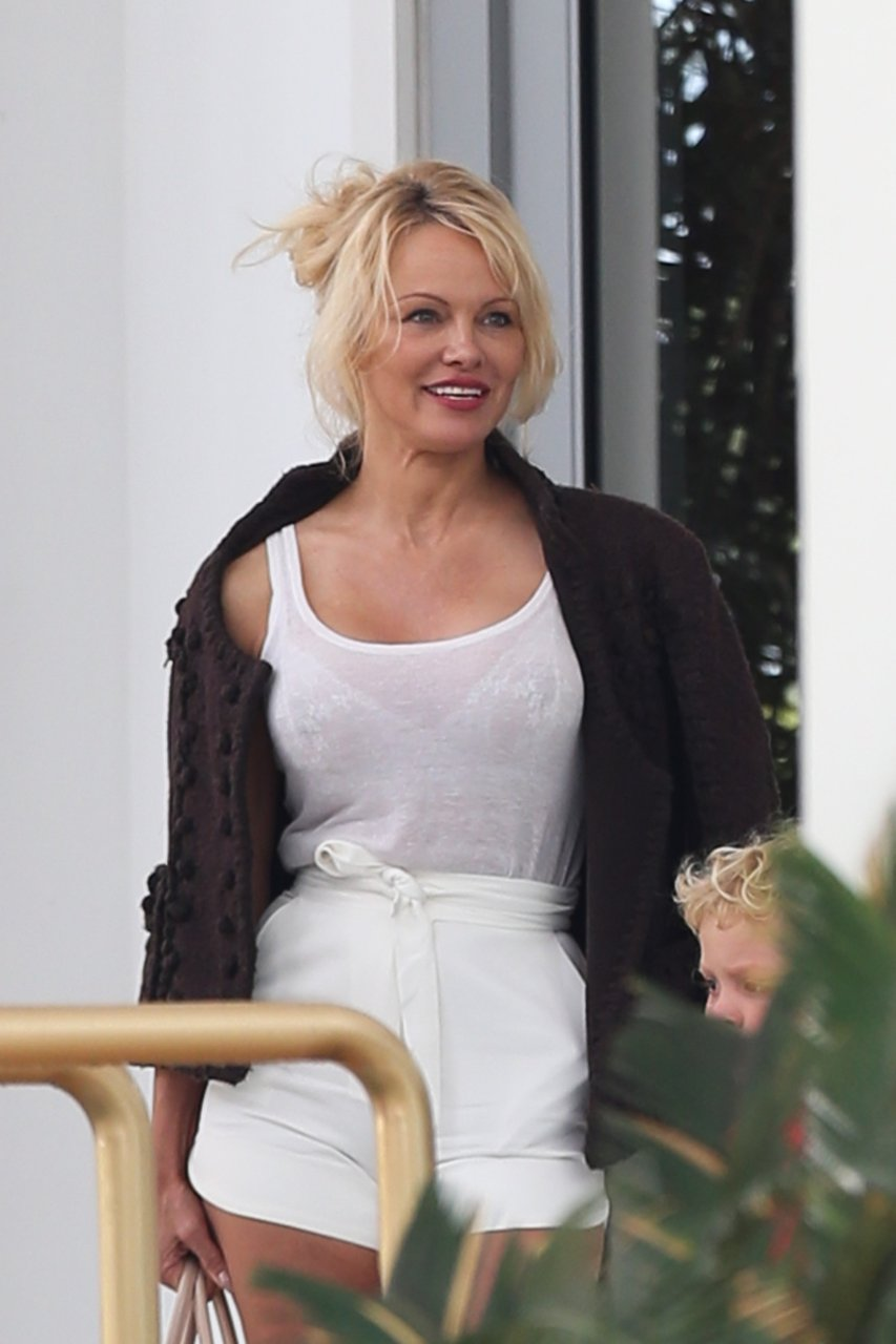Pamela anderson see through can