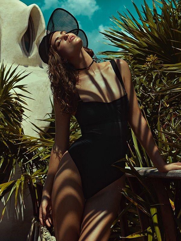 Robin Marjolein Holzken Sexy (16 Photos)