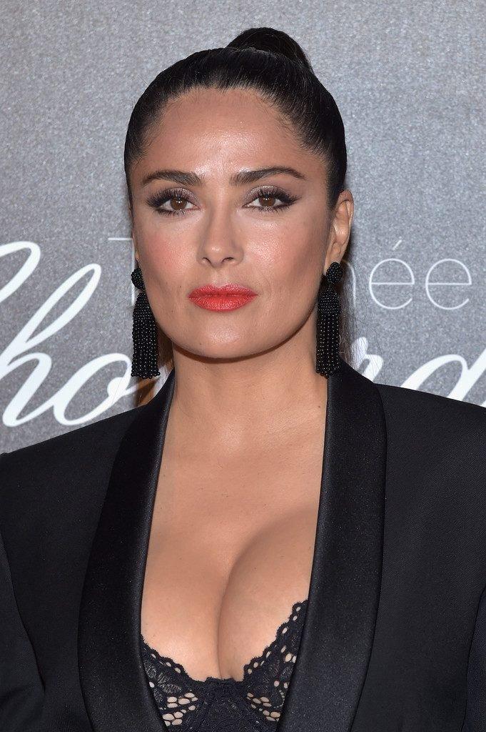 Salma Hayek Sexy (12 Photos)