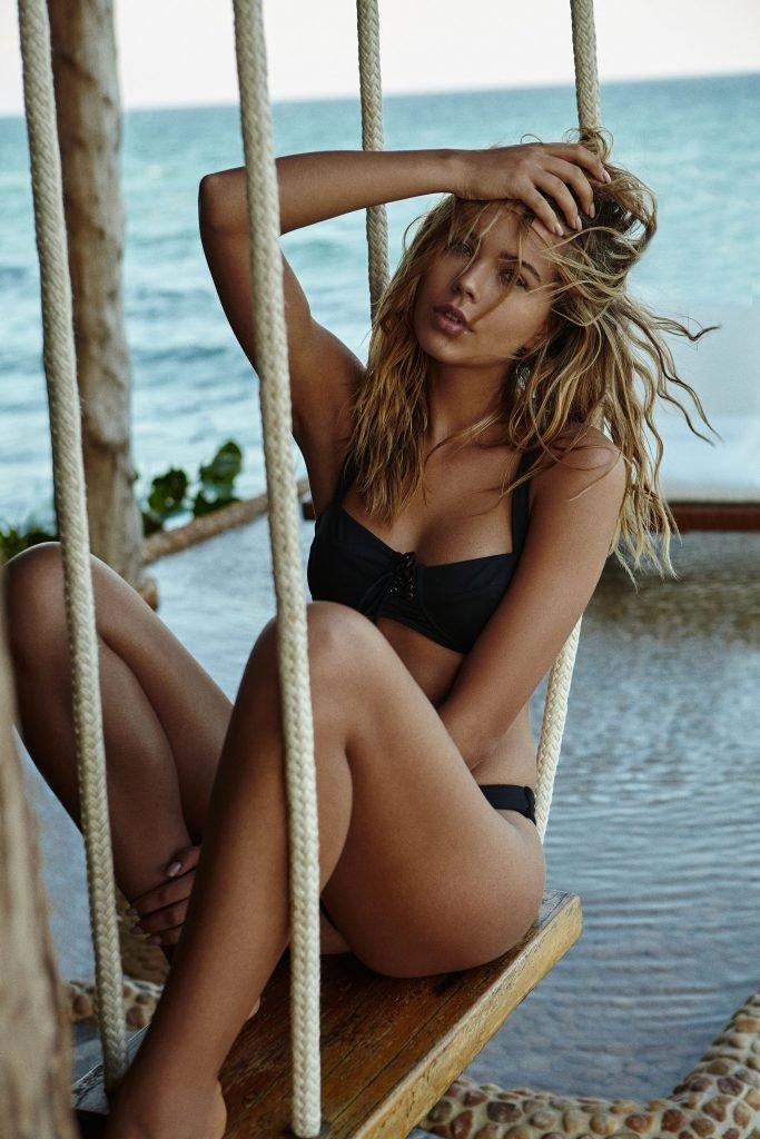 Sandra Kubicka Sexy & Topless (16 Photos + Video)