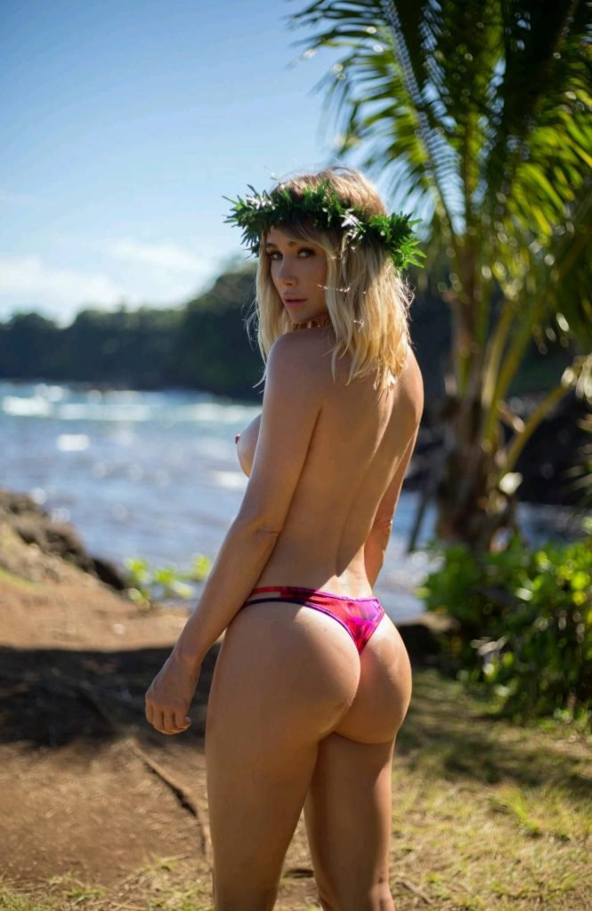 Sara Underwood Nude & Sexy (29 Photos + GIFs)