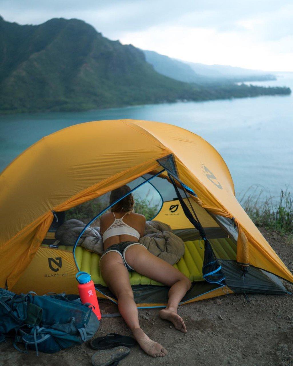 в палатке групповое ню фото такой