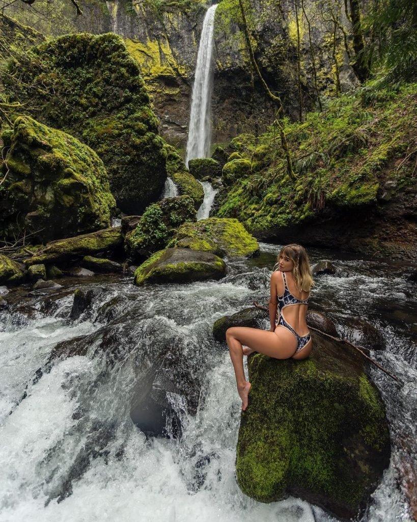 Sara Underwood Nude & Sexy (22 Photos + GIFs)